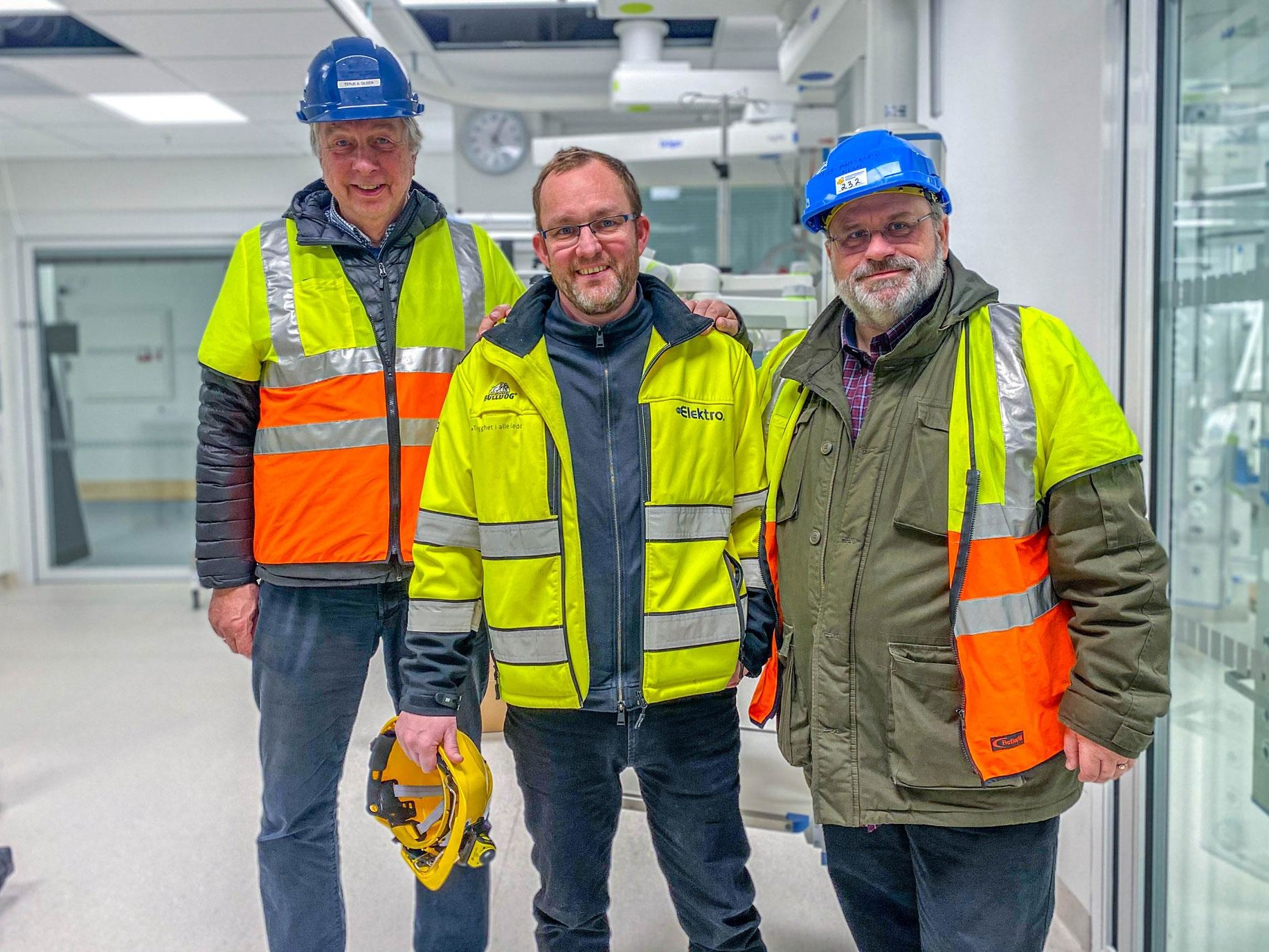 Terje Arthur Olsen, Wiggo Bjørnerud og Helge Antonsen, alle fra Elektro, på nordlandssykehuset