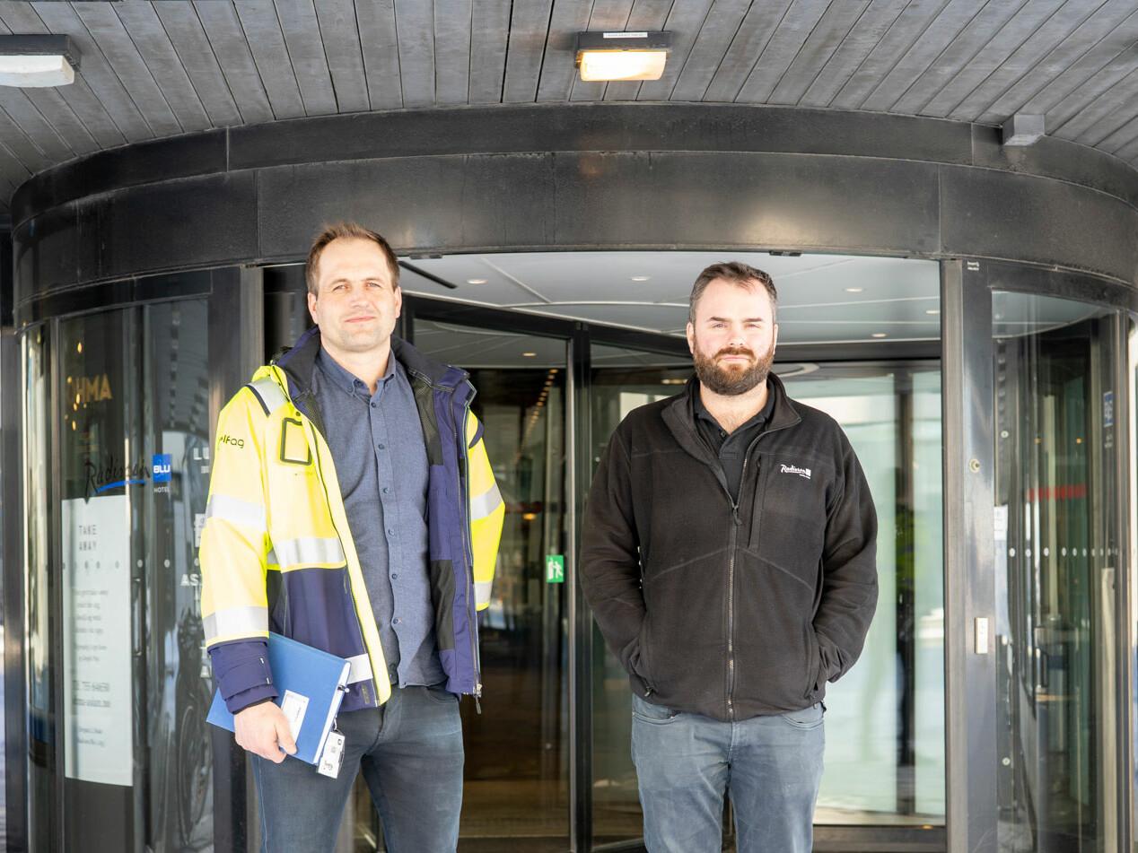 Avdelingsleder for Elektro Bodø AS sin avdeling for alarm og sikkerhet, Thomas Rognan og sikkerhetssjef ved Radisson Blu, Aleksander Sommerbakk.