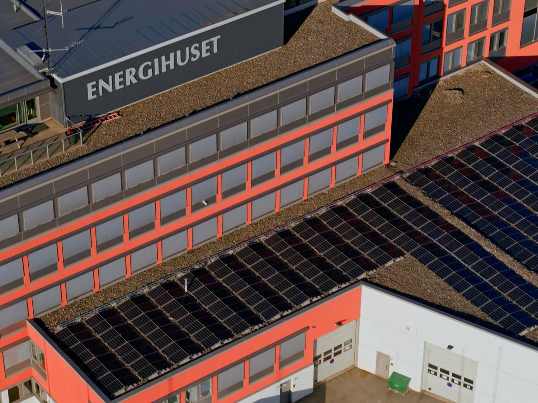 Solcellepanel på toppen av energihuset i Bodø.